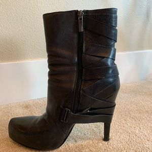 Sexy sexy sexy black leather boots!